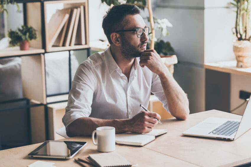 「年収が下がる転職バッタ」にならないために!転職活動を始める前にしておくべき2つのこと